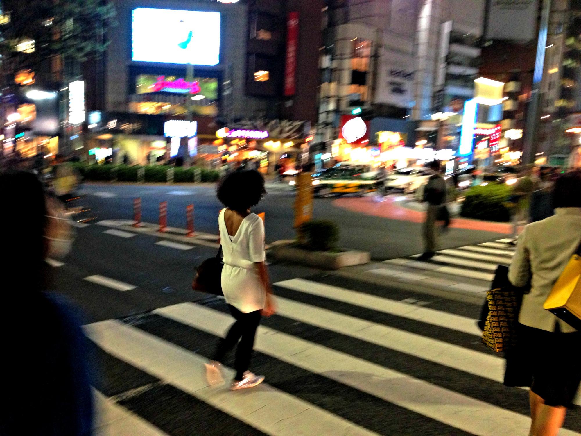mecrossingtheroadatnight_shibuya